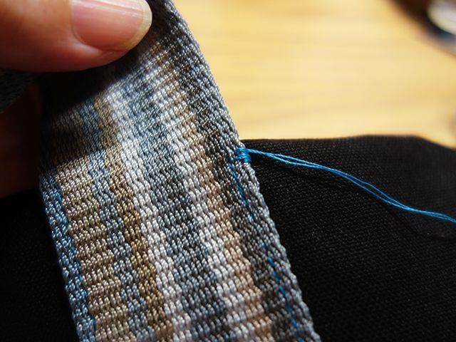 バッグを手縫いで補強