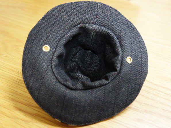帽子の紐を通す穴