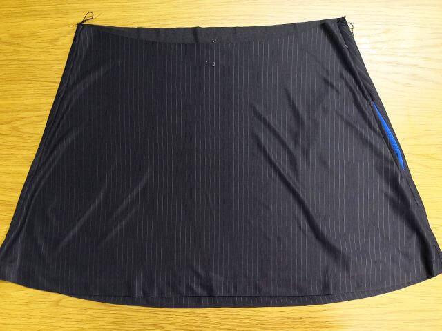 テニススコートを縫う